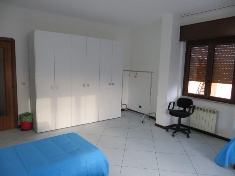 Appartamento in affitto a Fiumicino, 5 locali, zona Zona: Isola Sacra, prezzo € 1.000 | Cambio Casa.it