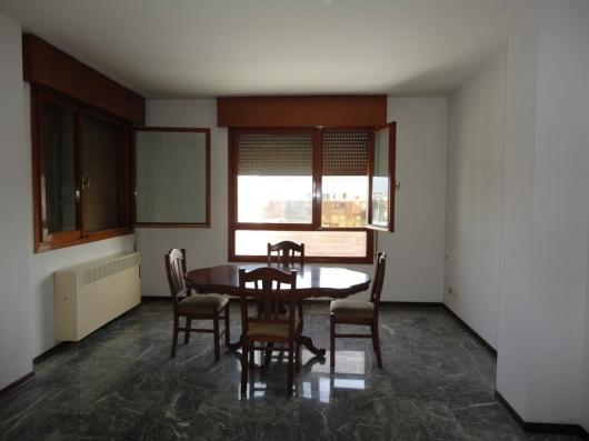 Appartamento in vendita a Pordenone, 3 locali, zona Zona: Centro, prezzo € 110.000 | Cambio Casa.it