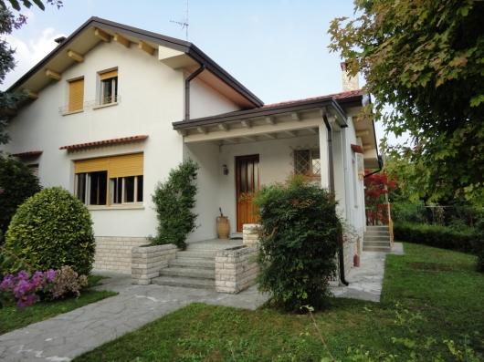 Villa in vendita a Pordenone, 4 locali, zona Zona: Centro, Trattative riservate | Cambio Casa.it