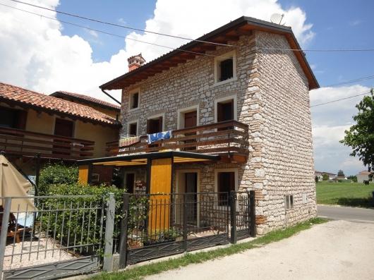 Rustico / Casale in Vendita a Fontanafredda