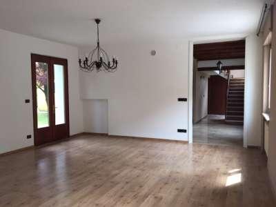 roveredo in piano vendita quart:  agente immobiliare bruno bari