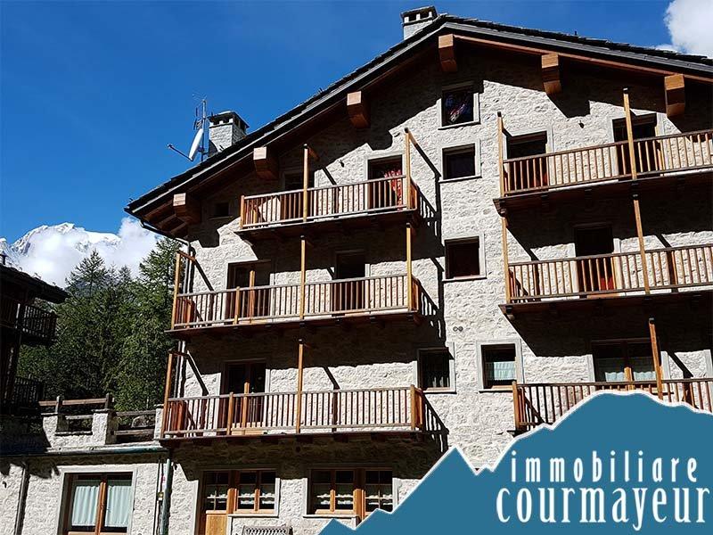 Appartamento in vendita a Courmayeur, 3 locali, prezzo € 700.000 | Cambio Casa.it