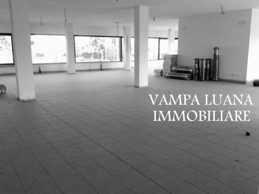 Negozio / Locale in affitto a San Clemente, 9999 locali, zona Zona: Sant'Andrea in Casale, prezzo € 2.000 | Cambio Casa.it