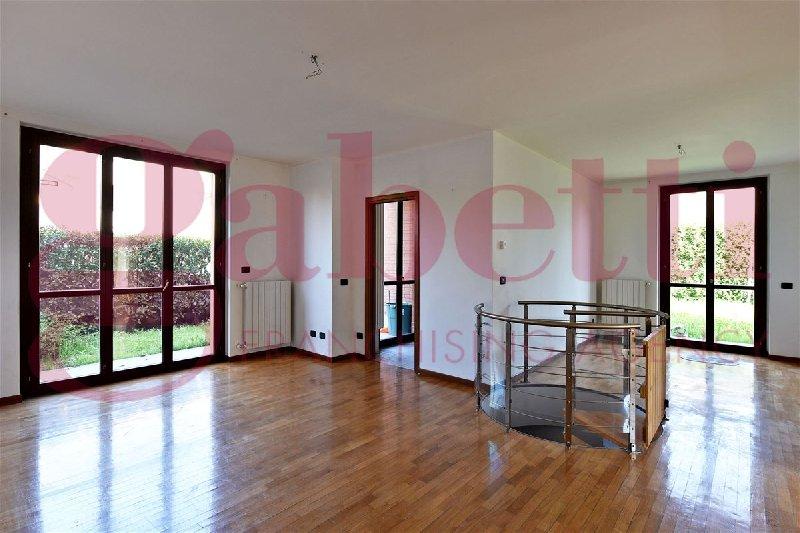 vendita appartamento solaro   225000 euro  3 locali  108 mq