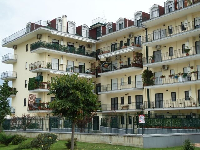 Attico / Mansarda in affitto a San Nicola la Strada, 9999 locali, prezzo € 650 | Cambio Casa.it