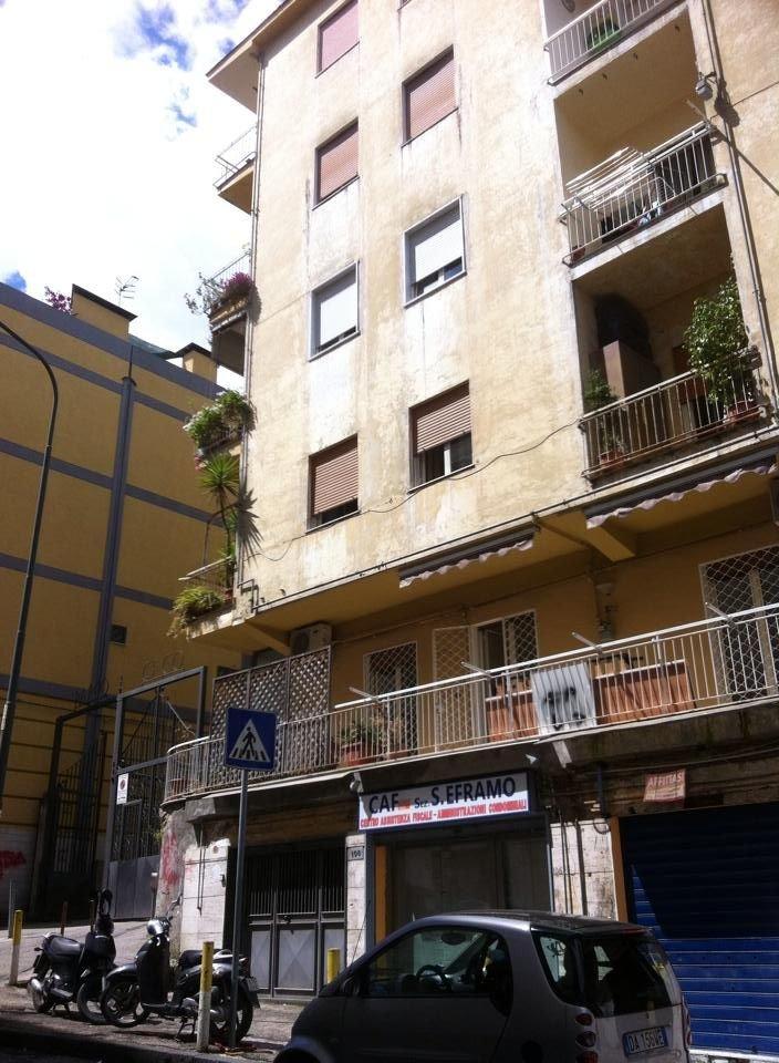 Appartamento in affitto a Napoli, 4 locali, prezzo € 750 | CambioCasa.it