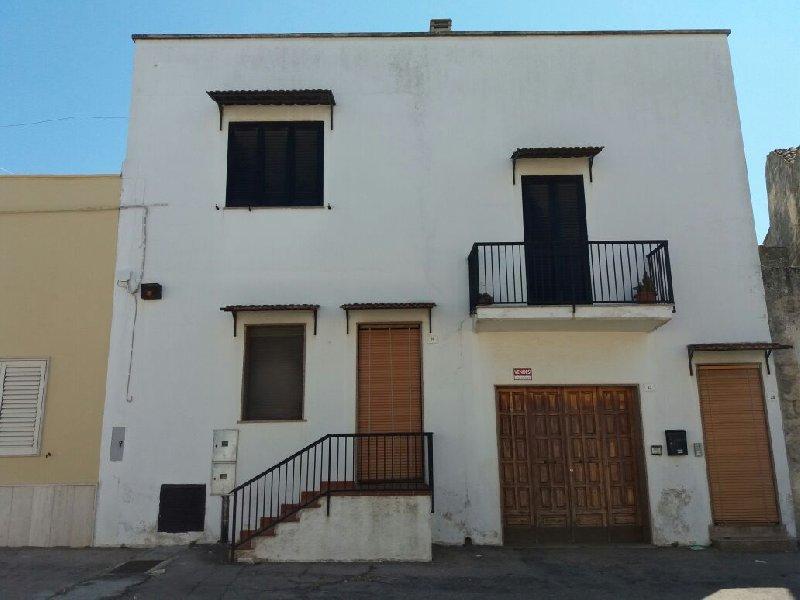 Soluzione Indipendente in vendita a Acquarica del Capo, 11 locali, prezzo € 145.000 | CambioCasa.it