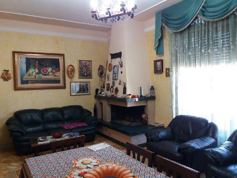 Appartamento in vendita a Acquarica del Capo, 4 locali, prezzo € 78.000 | CambioCasa.it