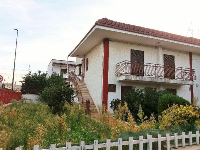 Villa in vendita a Cellamare, 6 locali, prezzo € 330.000 | Cambio Casa.it