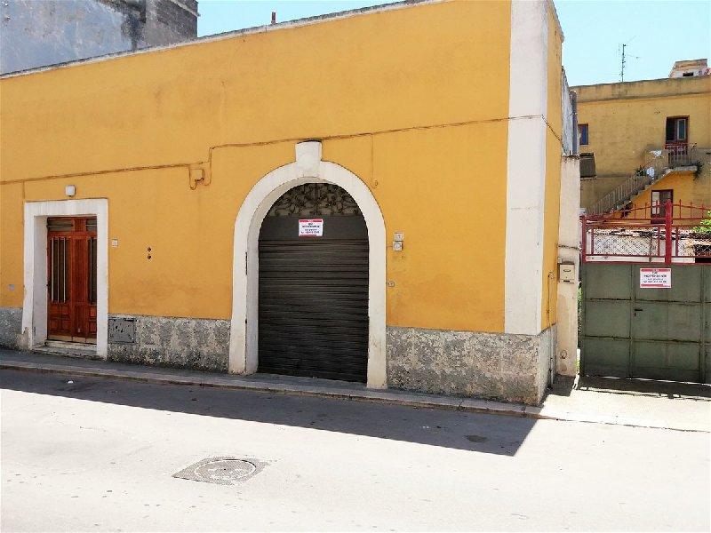 Soluzione Indipendente in vendita a Cellamare, 7 locali, Trattative riservate | CambioCasa.it
