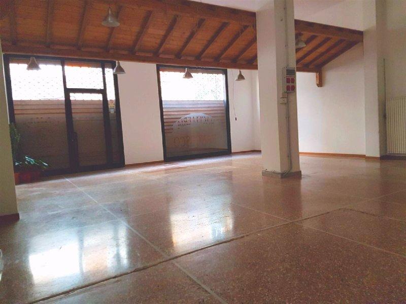 Negozio / Locale in vendita a Albenga, 2 locali, prezzo € 230.000 | Cambio Casa.it
