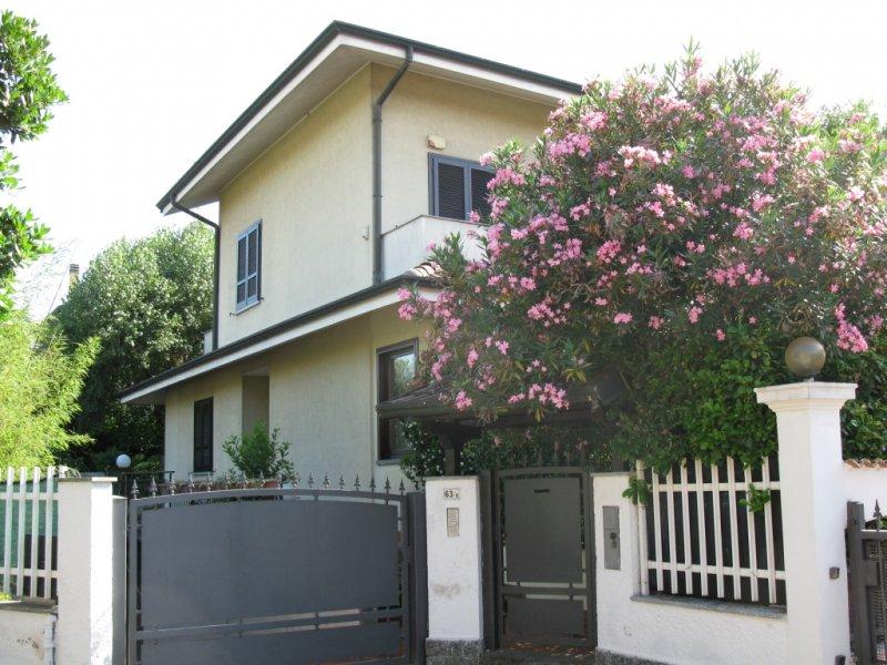 Villa vendita GARBAGNATE MILANESE (MI) - 7 LOCALI - 300 MQ