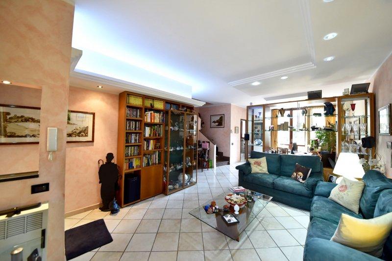 Appartamento vendita SOLARO (MI) - 4 LOCALI - 130 MQ
