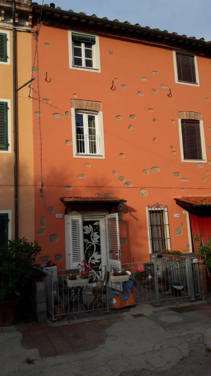 5 locali in vendita a Lucca