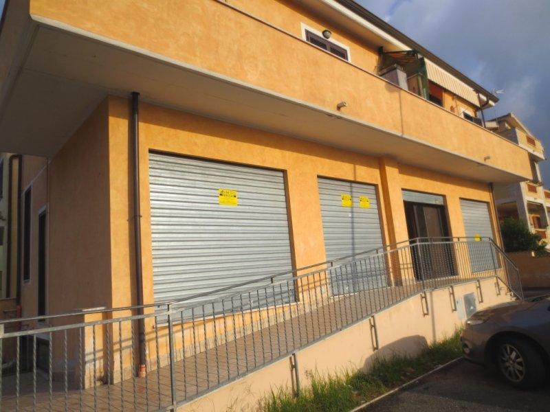 Immobile Commerciale in vendita a Fiumicino, 2 locali, zona Zona: Isola Sacra, prezzo € 250.000   CambioCasa.it