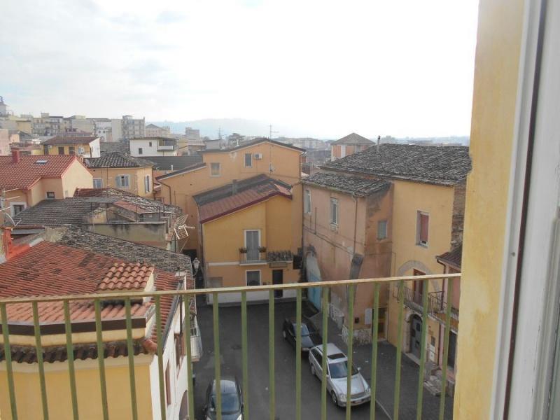 Appartamento in affitto a Benevento, 5 locali, prezzo € 400 | CambioCasa.it