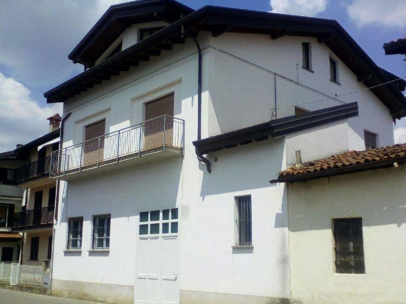 Appartamento in vendita a Fenegrò, 3 locali, prezzo € 105.000 | PortaleAgenzieImmobiliari.it