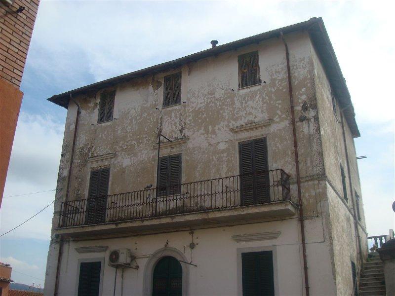 Appartamento in vendita a Montelibretti, 10 locali, prezzo € 75.000 | CambioCasa.it