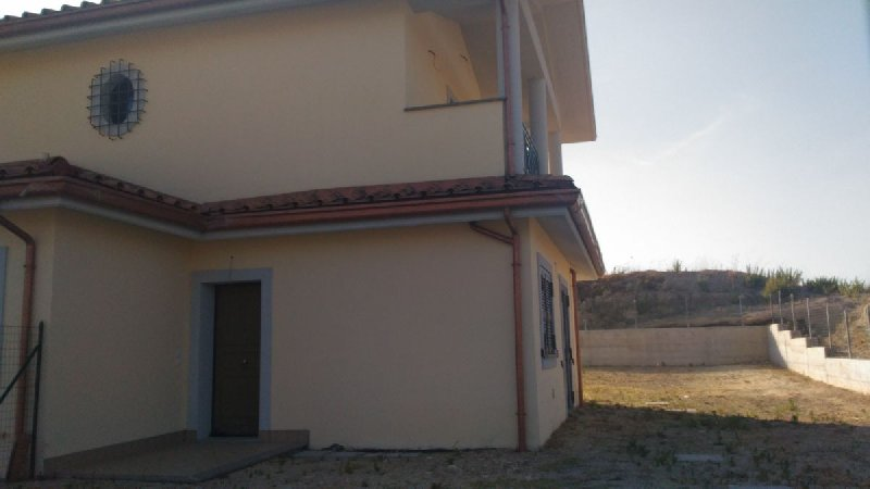 Villa Bifamiliare in vendita a Montelibretti, 3 locali, prezzo € 149.000 | CambioCasa.it