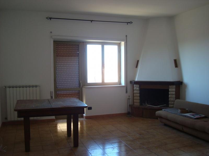 Appartamento in vendita a Fara in Sabina, 3 locali, prezzo € 69.000 | CambioCasa.it