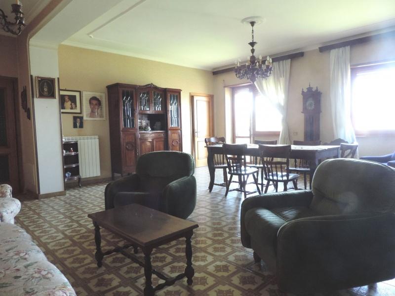 Appartamento in vendita a Montopoli di Sabina, 6 locali, prezzo € 100.000 | CambioCasa.it
