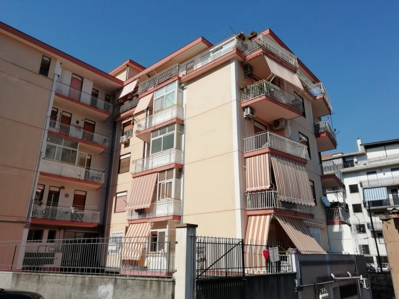 Appartamento in vendita a Catania, 4 locali, prezzo € 120.000 | CambioCasa.it