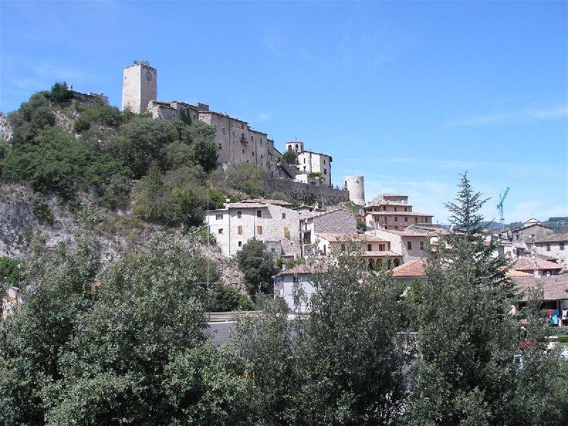 Appartamento in vendita a Arrone, 3 locali, prezzo € 115.000   CambioCasa.it