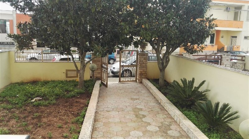 Villa Bifamiliare in vendita a Alezio, 7 locali, prezzo € 180.000 | CambioCasa.it
