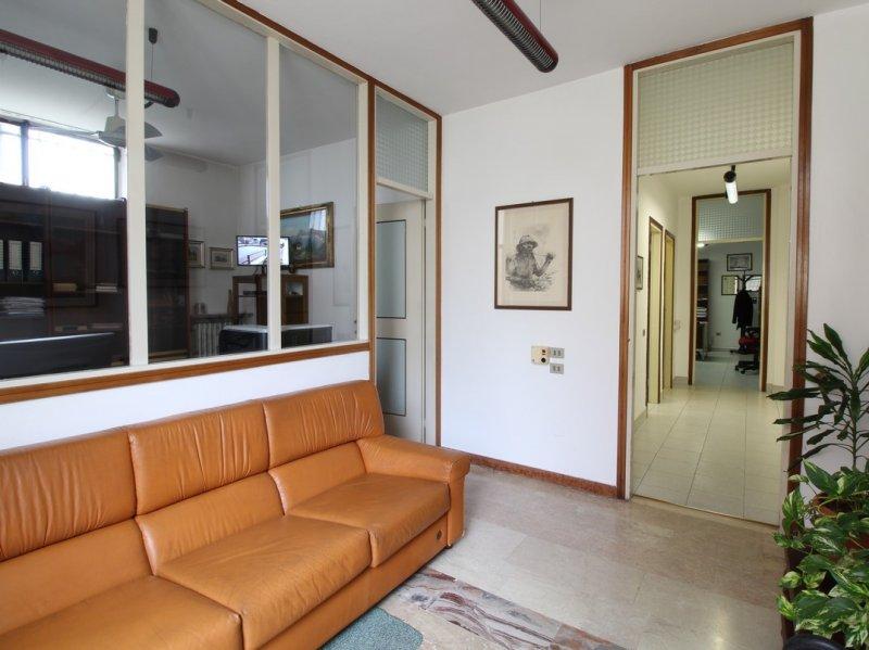 Ufficio / Studio in vendita a Bollate, 4 locali, prezzo € 70.000   PortaleAgenzieImmobiliari.it