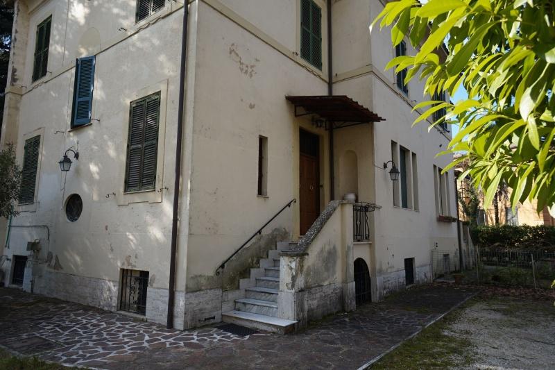 Villa in vendita a Rieti, 8 locali, prezzo € 370.000 | CambioCasa.it