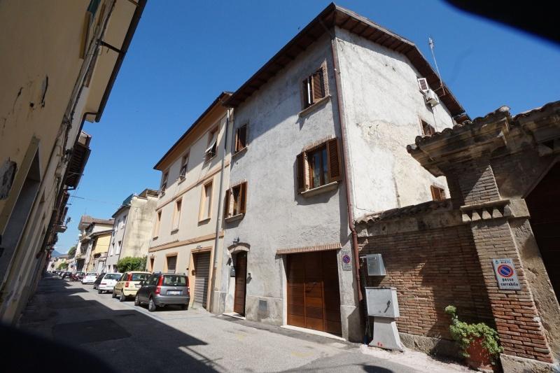 Soluzione Indipendente in vendita a Rieti, 10 locali, prezzo € 210.000 | CambioCasa.it